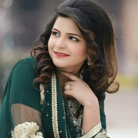 Maria Meer hire famous singers