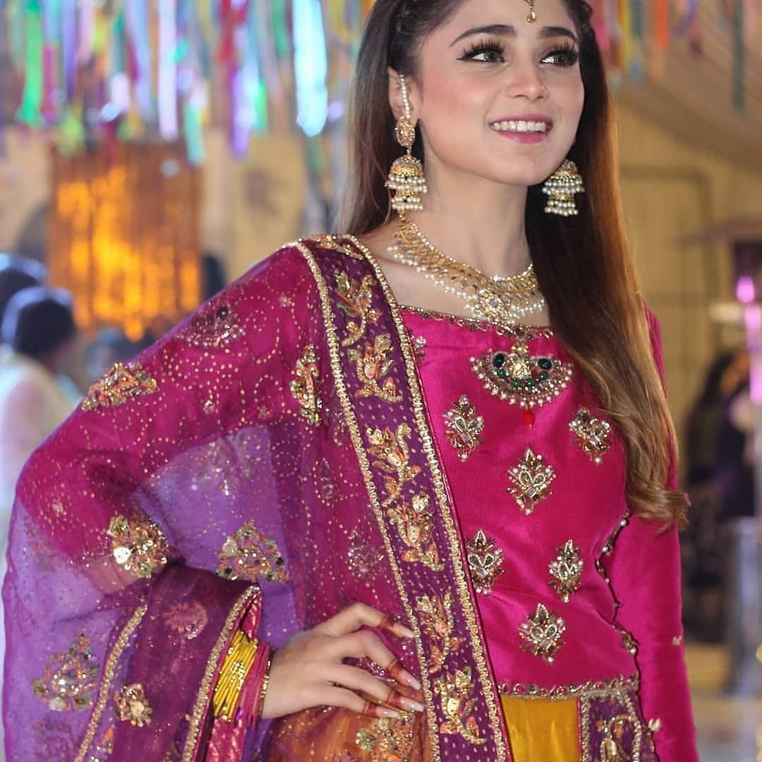Pakistani Singer And Scriptwriter Aima Baig Rocked At Her Sister's Mehendi hire famous singers